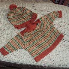 Vestidos Muñecas Españolas: COJUNTO DE JERSEY Y GORRO DE BABY MOCOSETE Y NENUCO. Lote 43701660
