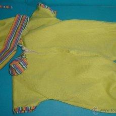 Vestidos Muñecas Españolas: MONO PARA MUÑECA DE JESMAR, MONO Y GORRITA, LE VA A MOCOSETE. Lote 39409276
