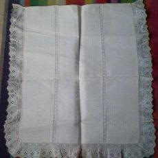 Vestidos Muñecas Españolas: COLCHA DE CUNA O COCHE DE MUÑECAS, AÑOS 70. Lote 147600369