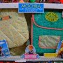 Vestidos Muñecas Españolas: MOCHILA CON SILLITA DESCANSO Y SOMBRILLA BABY FEBER AÑO 1990.NUEVA EN CAJA.. Lote 131746403