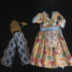 Vestidos Muñecas Españolas: VESTIDO REGIONAL DE FALLERA PARA MUÑECA NANCY PEINETAS Y MANTILLA. AÑOS 70 ORIGINAL. CONJUNTO NANCI. Lote 49339596