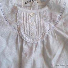 Vestidos Muñecas Españolas: BLUSA - CAMISA BEBÉ REBORN MUÑECA TALLA 3 MESES. CHICCO. NUEVA . Lote 49904756