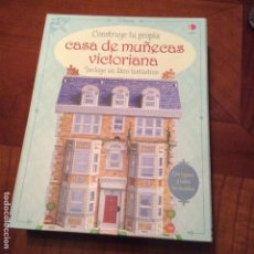 Vestidos Muñecas Españolas: PRECIOSA CASA DE MUÑECAS PARA MONTAR. CON LIBRO Y FIGURAS. Lote 69716673