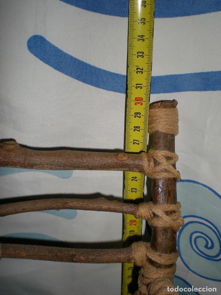 Vestidos Muñecas Españolas: graciosa mecedora rustica hecha ha mano en madera cuerda ideal muñecas y muñecos medidas fotos abajo - Foto 3 - 81844940