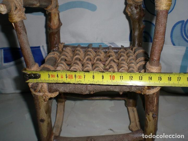 Vestidos Muñecas Españolas: graciosa mecedora rustica hecha ha mano en madera cuerda ideal muñecas y muñecos medidas fotos abajo - Foto 4 - 81844940