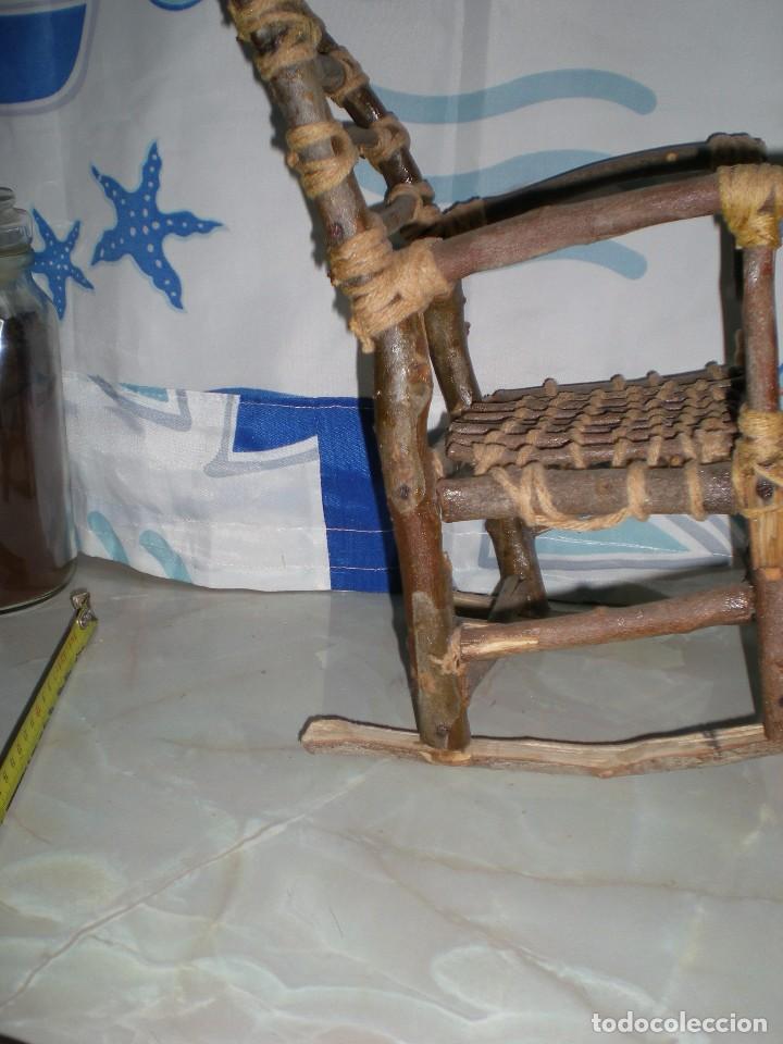 Vestidos Muñecas Españolas: graciosa mecedora rustica hecha ha mano en madera cuerda ideal muñecas y muñecos medidas fotos abajo - Foto 6 - 81844940
