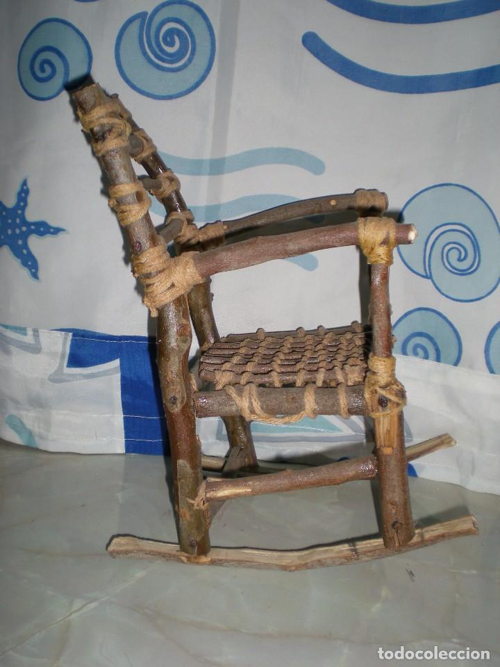 Vestidos Muñecas Españolas: graciosa mecedora rustica hecha ha mano en madera cuerda ideal muñecas y muñecos medidas fotos abajo - Foto 7 - 81844940