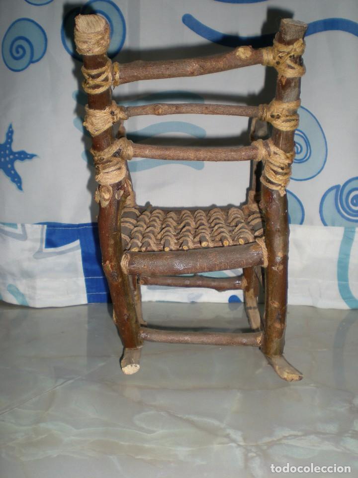 Vestidos Muñecas Españolas: graciosa mecedora rustica hecha ha mano en madera cuerda ideal muñecas y muñecos medidas fotos abajo - Foto 8 - 81844940