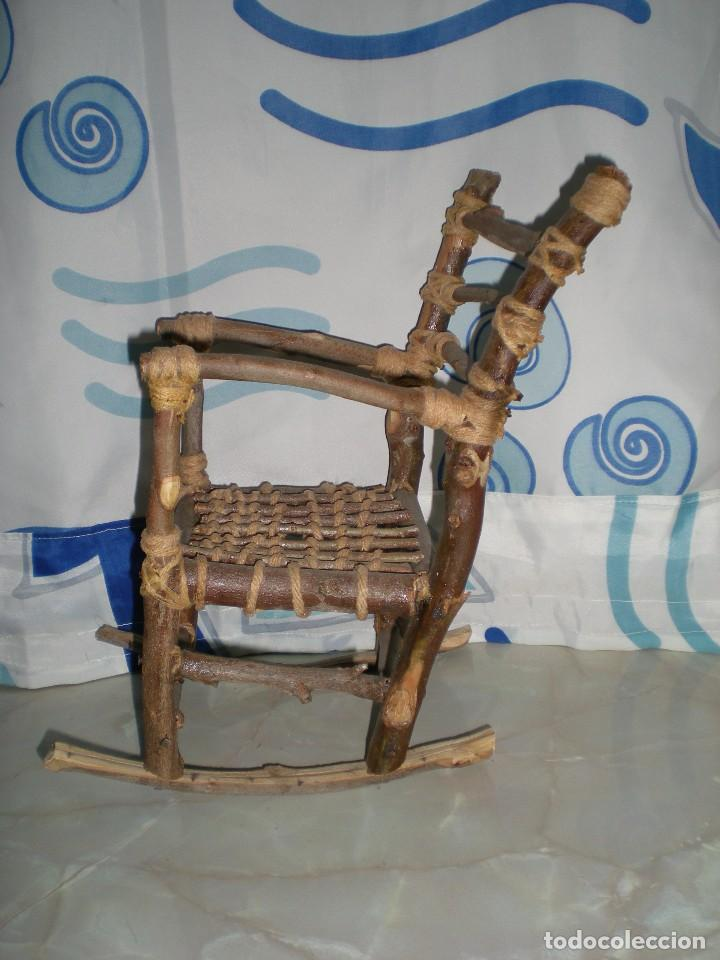 Vestidos Muñecas Españolas: graciosa mecedora rustica hecha ha mano en madera cuerda ideal muñecas y muñecos medidas fotos abajo - Foto 9 - 81844940