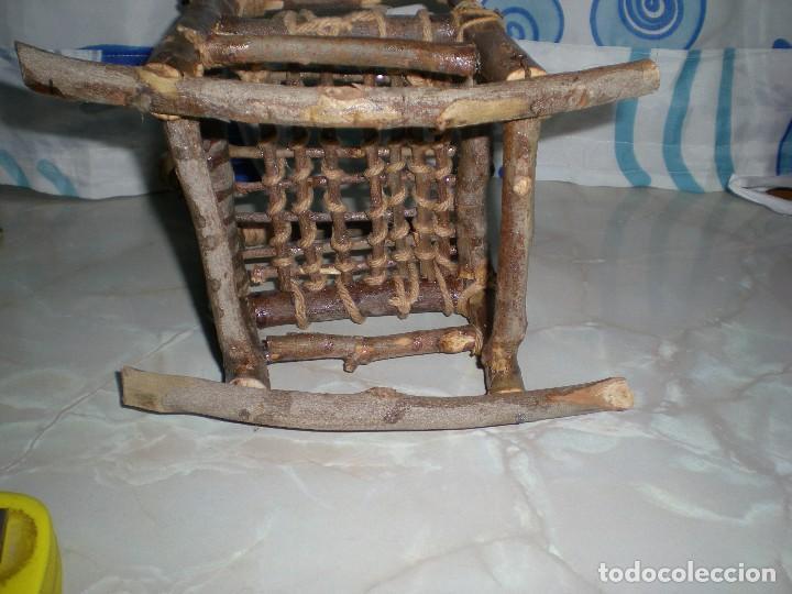 Vestidos Muñecas Españolas: graciosa mecedora rustica hecha ha mano en madera cuerda ideal muñecas y muñecos medidas fotos abajo - Foto 10 - 81844940