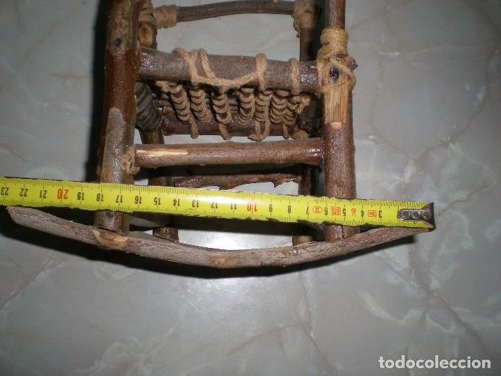 Vestidos Muñecas Españolas: graciosa mecedora rustica hecha ha mano en madera cuerda ideal muñecas y muñecos medidas fotos abajo - Foto 11 - 81844940