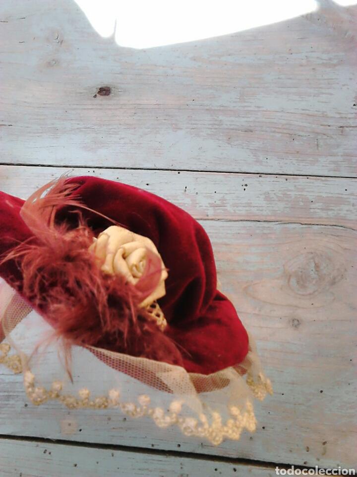 Vestidos Muñecas Españolas: Bonito gorro de terciopelo,para muñeca de porcelana,ver fotos - Foto 3 - 87134272