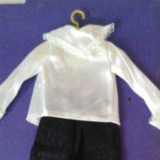 Vestidos Muñecas Españolas: CONJUNTO DE LOS 70 PARA MUÑECA MANIQUI LISSI, FANNY O CARINA CON PERCHA DE VICMA NUEVO SIN USO. PVC. Lote 92330090