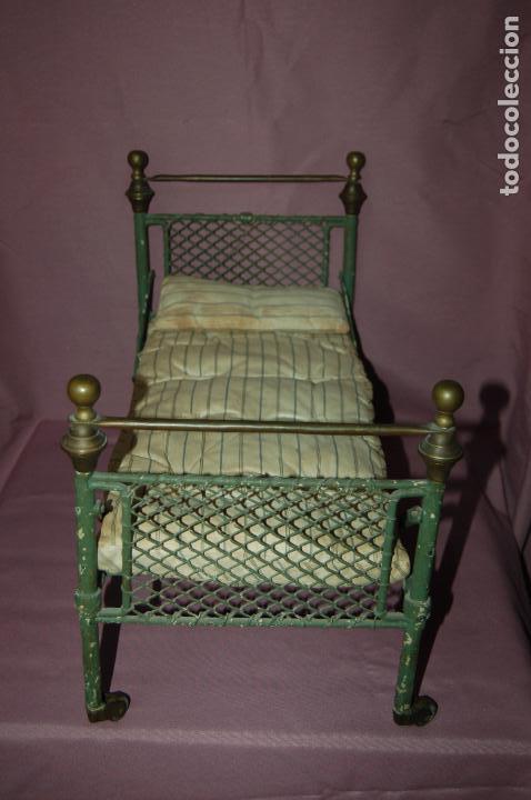 Cama antigua de hierro con ruedas comprar vestidos y - Camas antiguas de hierro ...