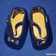 Vestidos Muñecas Españolas: == ZN05 - ZAPATOS AZULES CON LAZITO PARA MUÑECA MARCA GLOREX - 8,6 CM.. Lote 133628761