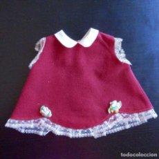 Vestidos Muñecas Españolas: VESTIDO DE DOLLY Y CHELITO DE FAMOSA. Lote 101751475