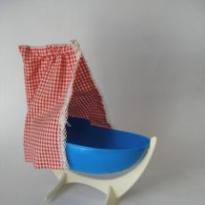 Vestidos Muñecas Españolas: CUNA CON DOSEL PLÁSTICO DURO ( 25 X 10 CM ) AÑOS 70 - SIN USO. Lote 222705253