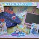 Vestidos Muñecas Españolas: SET COLECCIÓN GUARDERÍA PIZARRA BABY BEBÉ.FEBER 1990.NUEVO EN CAJA.. Lote 131746461