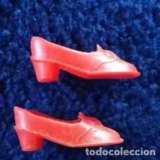 Vestidos Muñecas Españolas: SINDY: ZAPATITOS ROJOS AÑOS 80. Lote 112101055