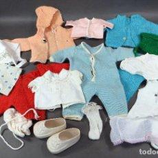Vestidos Muñecas Españolas: LOTE ROPA PARA MUÑECO BEBE TAMAÑO NENUCO ZAPATOS JESMAR AÑOS 60 - 70. Lote 115006571