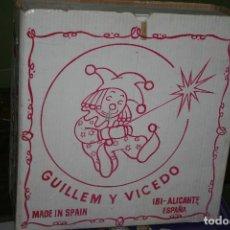 Vestidos Muñecas Españolas: ARMARIO GUILLEN Y VICEDO NUEVO EN CAJA MUÑECA LISSI. Lote 118727243