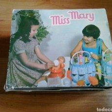 Vestidos Muñecas Españolas: MISS MARY CANASTILLA AJUAR BERDUS AÑOS 70. Lote 120710131