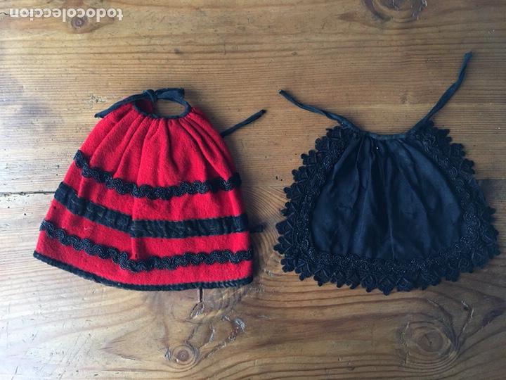 Vestidos Muñecas Españolas: Muy antiguo traje regional de indumentaria tradicional de muñeca s. XIX - Manteo agremanes bordada - Foto 6 - 138671832