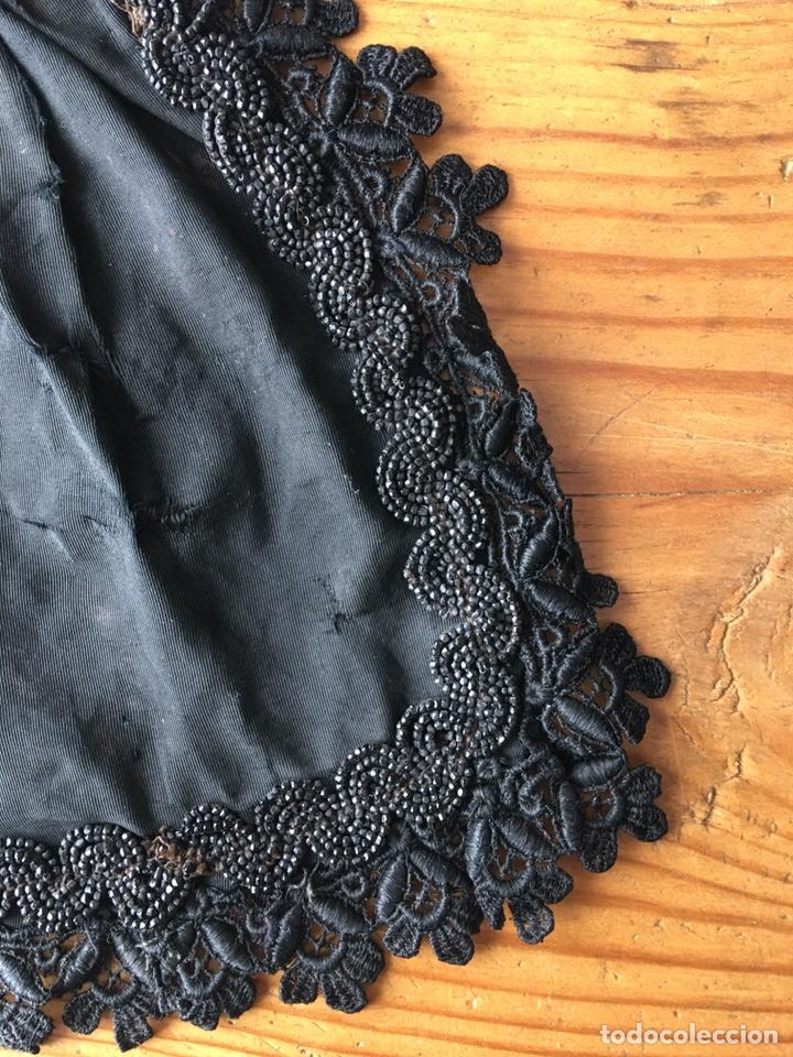Vestidos Muñecas Españolas: Muy antiguo traje regional de indumentaria tradicional de muñeca s. XIX - Manteo agremanes bordada - Foto 11 - 138671832