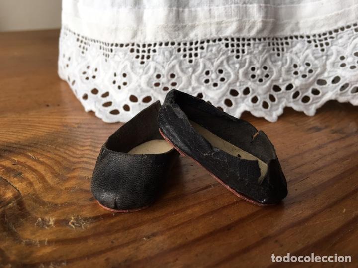 Vestidos Muñecas Españolas: Muy antiguo traje regional de indumentaria tradicional de muñeca s. XIX - Manteo agremanes bordada - Foto 24 - 138671832