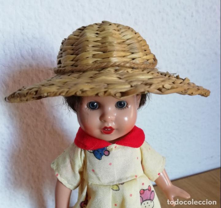 Vestidos Muñecas Españolas: Sombrero mimbre, chichónera para muñeca antigua - Foto 3 - 144552794