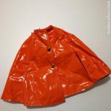 Vestidos Muñecas Españolas: MUÑECA CAROLIN AÑOS 70 CHUBASQUERO. Lote 146129548