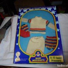 Vestidos Muñecas Españolas: CONJUNTO BABY MOCOSETE EN CAJA.EQUIPO PRIMAVERA A ESTRENAR AÑOS 70. Lote 146814402