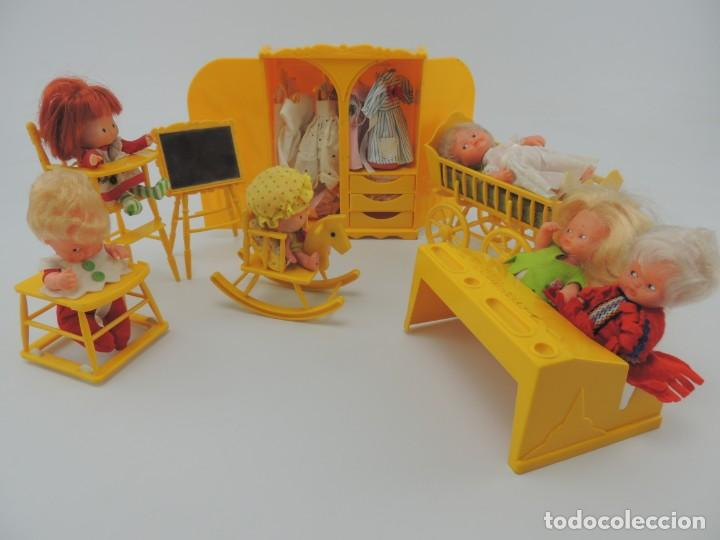 LOTE MUEBLES BARRIGUITAS DE FAMOSA - TRONA, CUNA, TACATA, ARMARIO , ESCRITORIO Y CABALLITO (Spielzeug - Moderne spanische Puppen - Originale Kleider und Accessoires)
