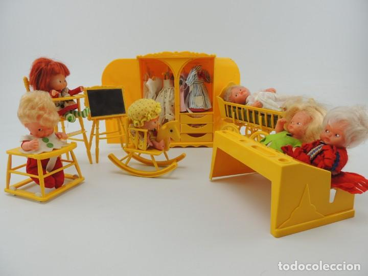 Kleider Spanische Puppen: lote muebles barriguitas de famosa - trona, cuna, tacata, armario , escritorio y caballito - Foto 2 - 151354082
