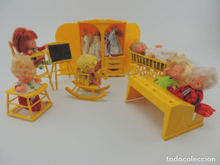 Kleider Spanische Puppen: lote muebles barriguitas de famosa - trona, cuna, tacata, armario , escritorio y caballito - Foto 4 - 151354082