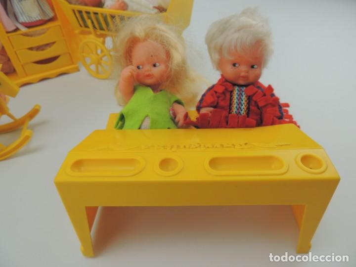 Kleider Spanische Puppen: lote muebles barriguitas de famosa - trona, cuna, tacata, armario , escritorio y caballito - Foto 5 - 151354082