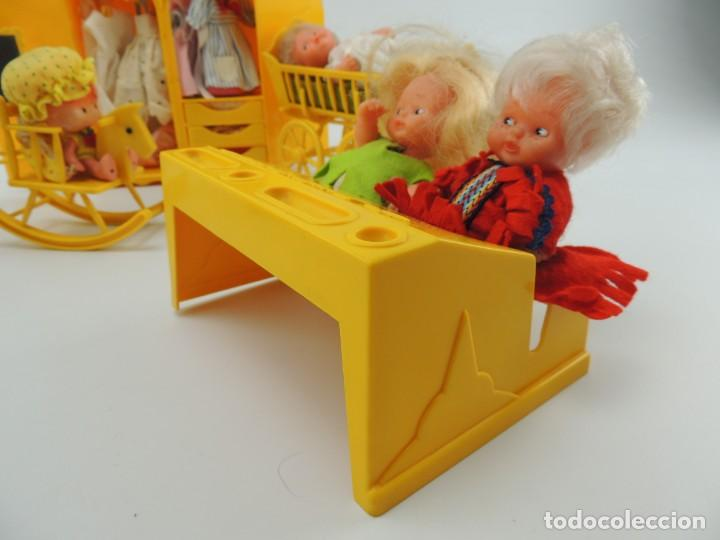 Kleider Spanische Puppen: lote muebles barriguitas de famosa - trona, cuna, tacata, armario , escritorio y caballito - Foto 8 - 151354082