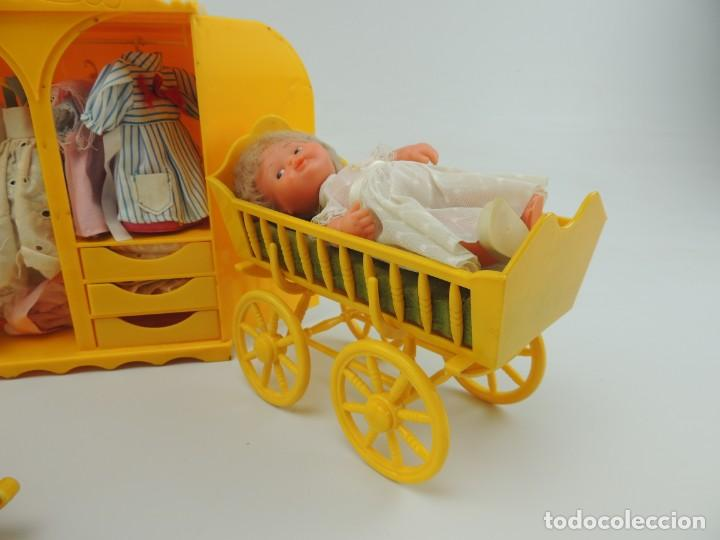 Kleider Spanische Puppen: lote muebles barriguitas de famosa - trona, cuna, tacata, armario , escritorio y caballito - Foto 14 - 151354082