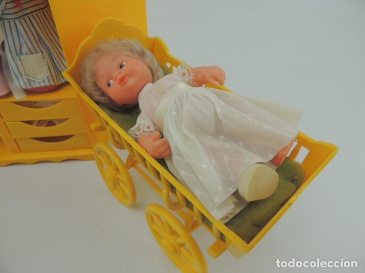 Kleider Spanische Puppen: lote muebles barriguitas de famosa - trona, cuna, tacata, armario , escritorio y caballito - Foto 15 - 151354082