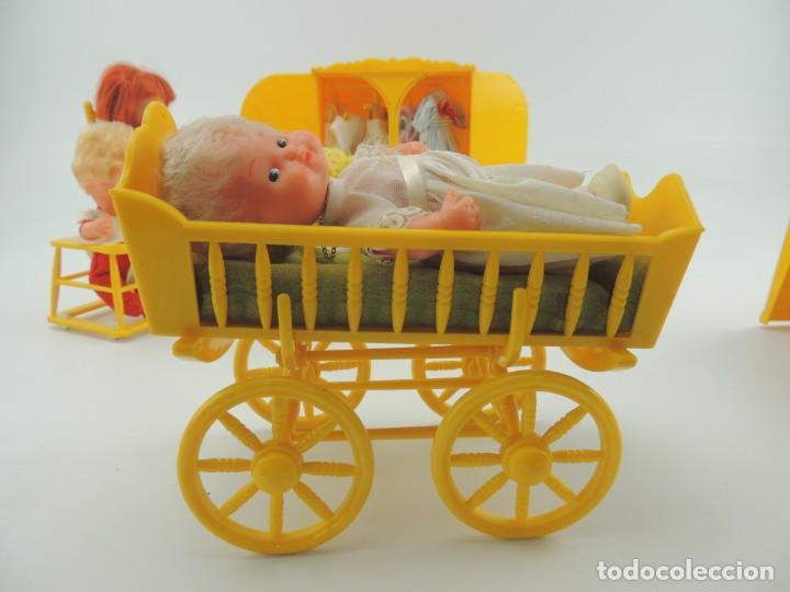 Kleider Spanische Puppen: lote muebles barriguitas de famosa - trona, cuna, tacata, armario , escritorio y caballito - Foto 16 - 151354082