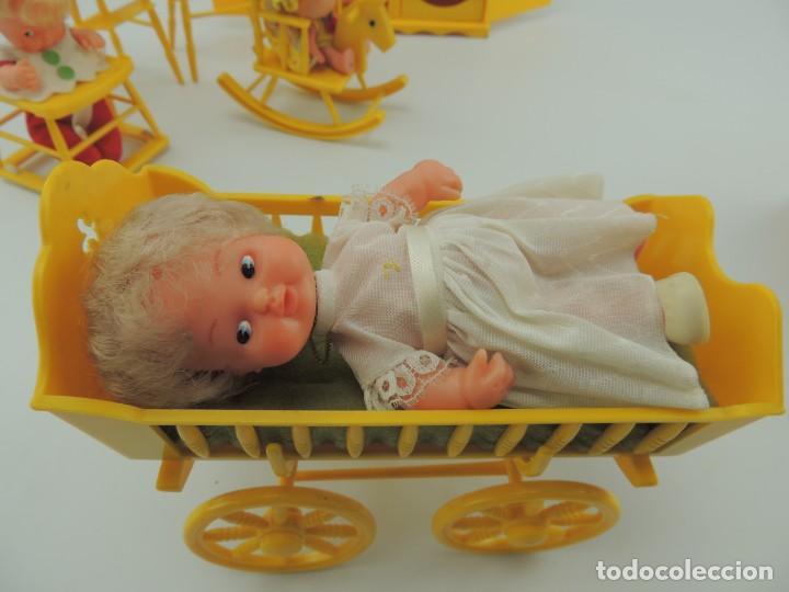 Kleider Spanische Puppen: lote muebles barriguitas de famosa - trona, cuna, tacata, armario , escritorio y caballito - Foto 17 - 151354082