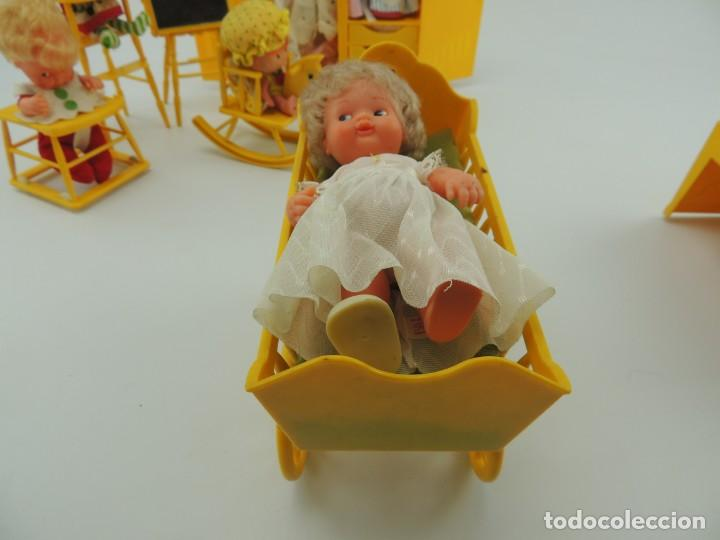 Kleider Spanische Puppen: lote muebles barriguitas de famosa - trona, cuna, tacata, armario , escritorio y caballito - Foto 22 - 151354082