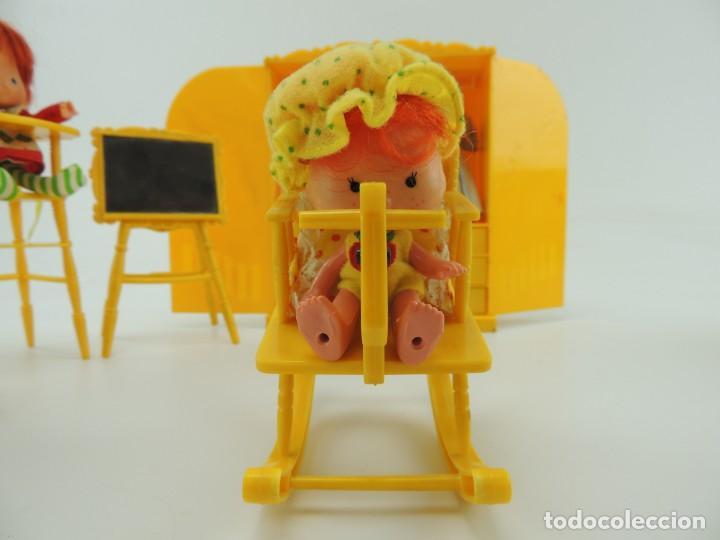 Kleider Spanische Puppen: lote muebles barriguitas de famosa - trona, cuna, tacata, armario , escritorio y caballito - Foto 27 - 151354082