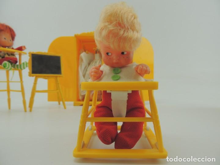 Kleider Spanische Puppen: lote muebles barriguitas de famosa - trona, cuna, tacata, armario , escritorio y caballito - Foto 31 - 151354082