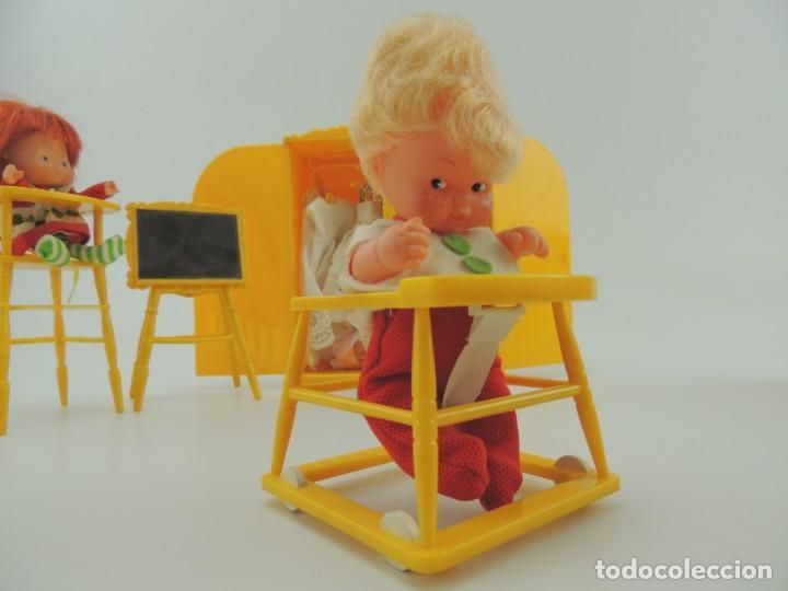 Kleider Spanische Puppen: lote muebles barriguitas de famosa - trona, cuna, tacata, armario , escritorio y caballito - Foto 32 - 151354082