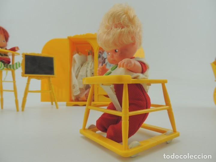 Kleider Spanische Puppen: lote muebles barriguitas de famosa - trona, cuna, tacata, armario , escritorio y caballito - Foto 33 - 151354082