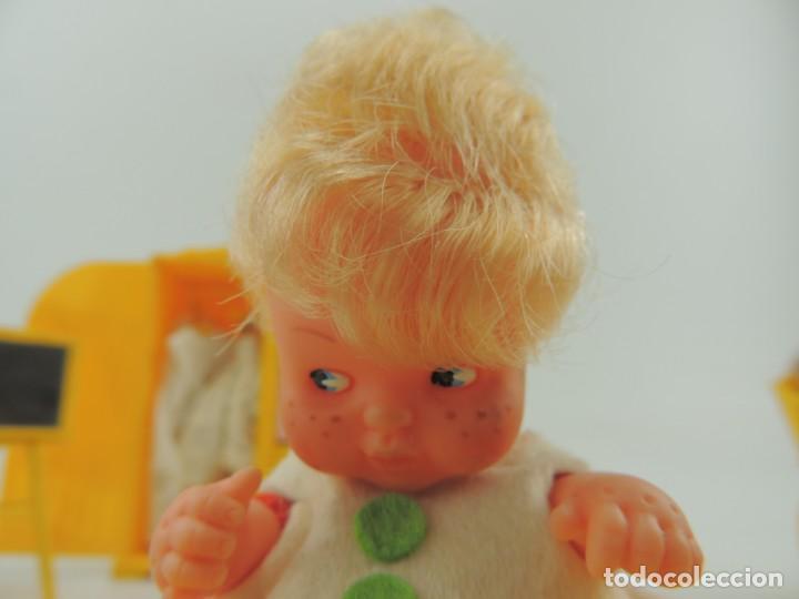 Kleider Spanische Puppen: lote muebles barriguitas de famosa - trona, cuna, tacata, armario , escritorio y caballito - Foto 34 - 151354082