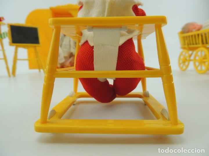 Kleider Spanische Puppen: lote muebles barriguitas de famosa - trona, cuna, tacata, armario , escritorio y caballito - Foto 37 - 151354082