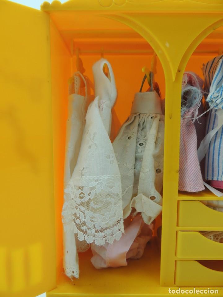 Kleider Spanische Puppen: lote muebles barriguitas de famosa - trona, cuna, tacata, armario , escritorio y caballito - Foto 54 - 151354082
