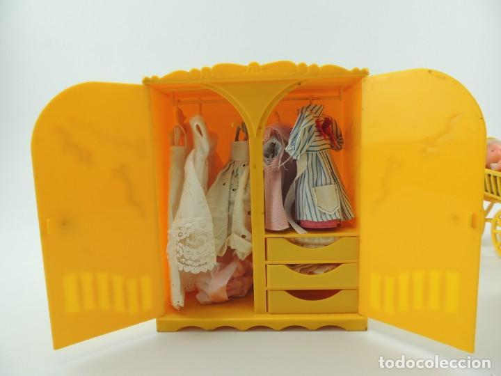 Kleider Spanische Puppen: lote muebles barriguitas de famosa - trona, cuna, tacata, armario , escritorio y caballito - Foto 55 - 151354082